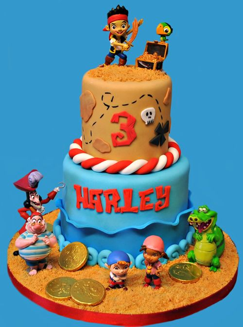 Jake must protect Neverland from the evil Captain Hook.Of course he has the help of his trusty friends: Izzy, Chubby andSkully. This cake even comes with a treasure of chocolate goldcoins!