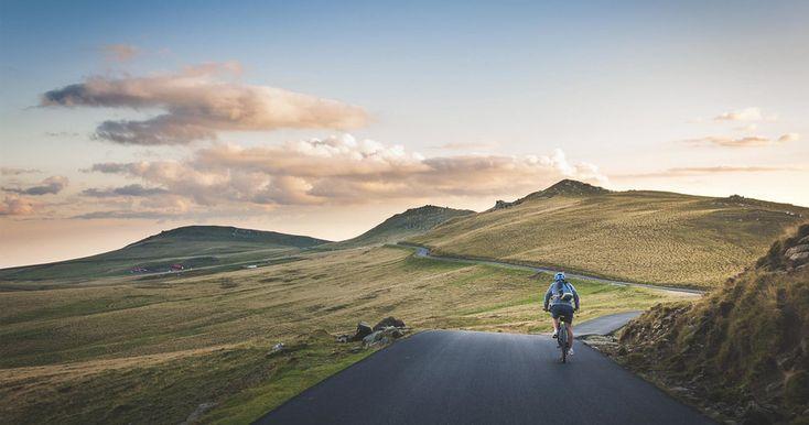 hombre en bicicleta en la naturaleza Sierra Nevada, Running Workouts, Fun Workouts, Workout Fun, Cycle Challenge, Lecce, Saint Esprit, Scenery Pictures, Parc National