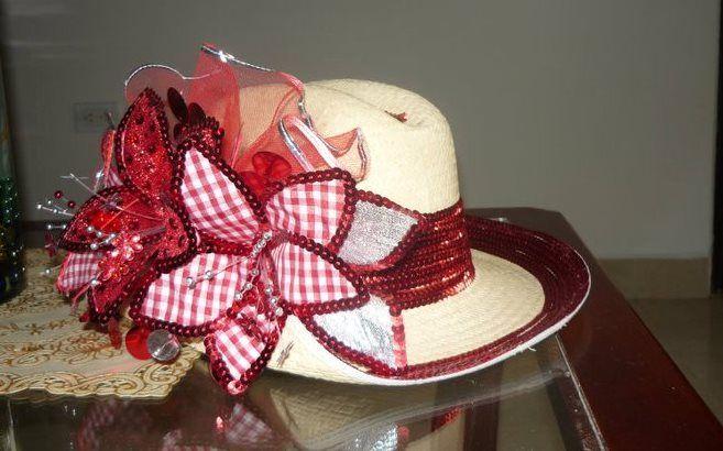 sombrero flores rojas