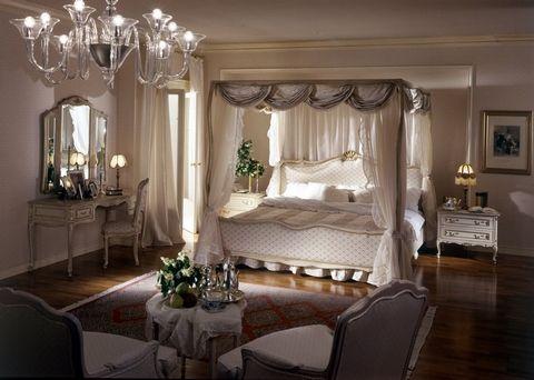 Luxurious Canopy Bed #StylishComfort