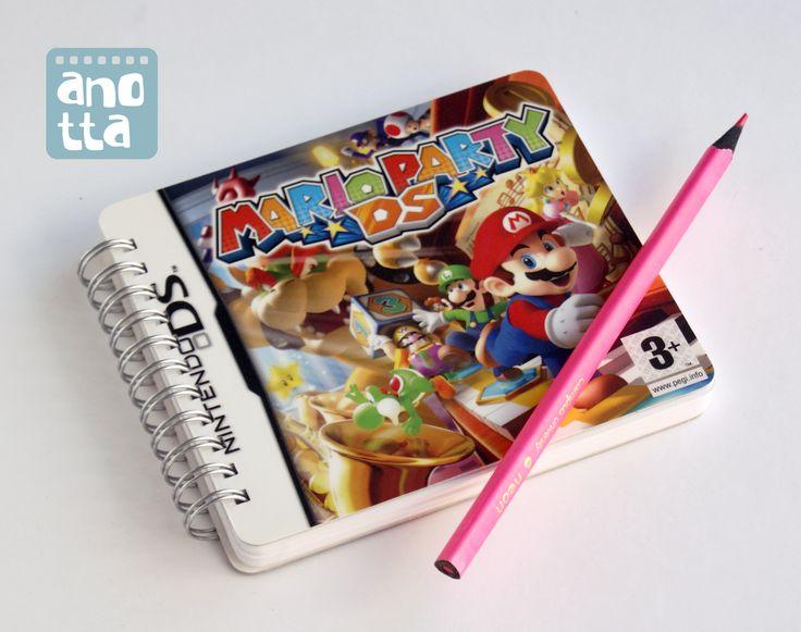 Libreta hecha a mano reciclando la carátula de un videojuego.