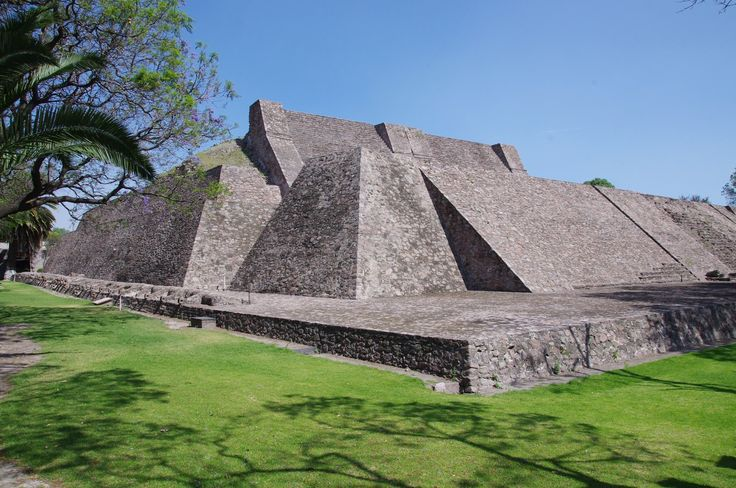 Tenayuca aztec pyramids of mexico city Tenayuca (Nahuatl: tenanyōcān) is a pre-Columbian Mesoamerican archaeological site in the Valley of Mexico. In the Postclassic period of Mesoamerican chronology, Tenayuca was a settlement on the former shoreline of the western arm of Lake Texcoco