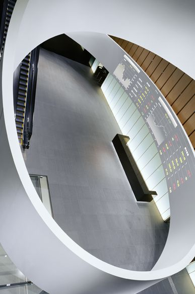 Nikkei Media Wall | WORKS - CURIOSITY - キュリオシティ - もっと見る