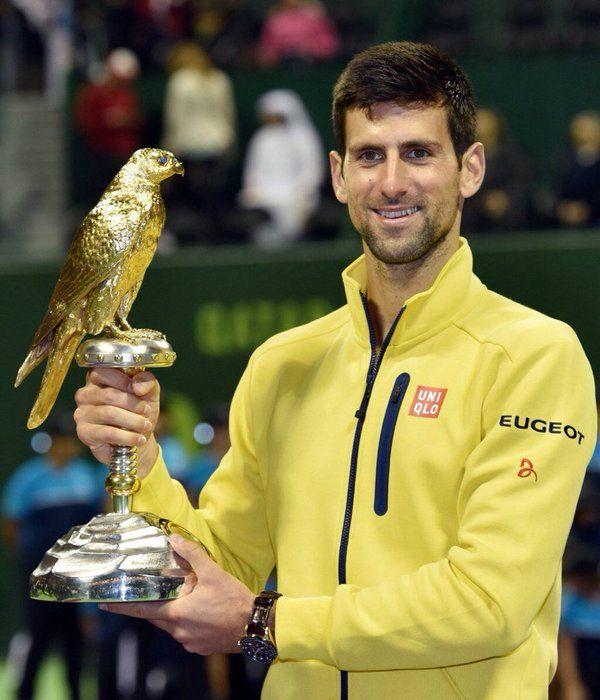 El serbio Novak Djokovic, número uno mundial, se impuso este sábado con autoridad (6-1, 6-2) al español Rafael Nadal, quinto del ránking ATP, en la final del torneo de tenis masculino de Doha, consiguiendo así empezar con buen pie y un trofeo el año 2016.