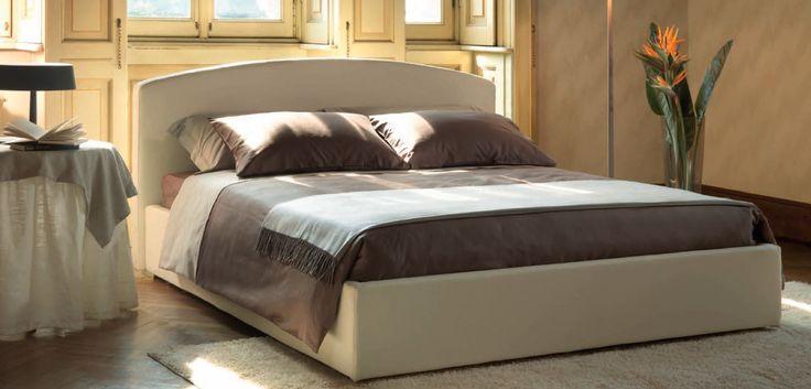 Letto contemporaneo Box Tino Mariani. Il letto Box è disponibile in tessuto sfoderabile oppure in pelle. Per chi lo richiede l'azienda di Lissone realizza il letto Box anche Su Misura. http://www.tinomariani.it/prodotti/divano-letto-box.html