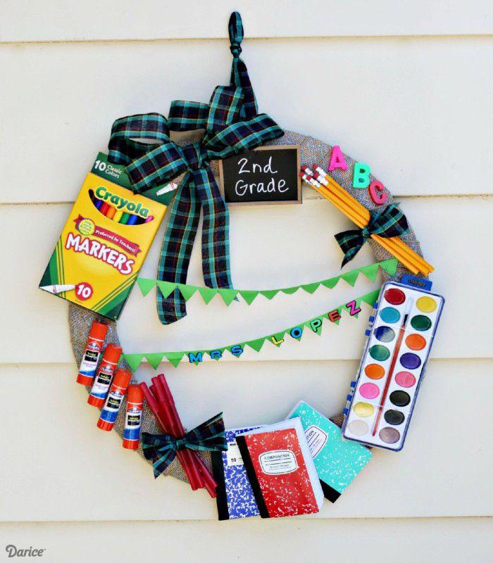 DIY School Supply wreath - great teacher gift idea!