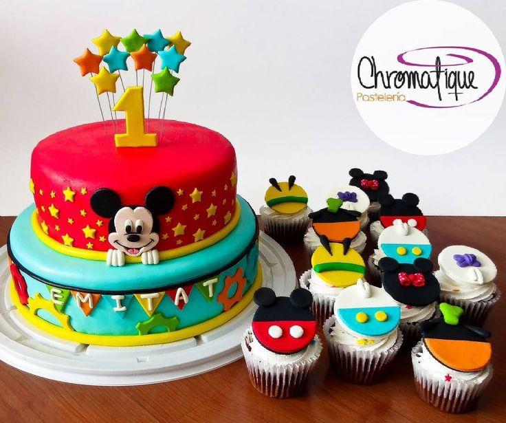 ¿Sabías que Walt Disney dibujó a mickey mientras iba en un tren porque lo vio en un sueño? #mickey #mickeymouse #disney #minniemouse #pluto #donaldduck #daisyduck #goofy #stars #estrellas #felizmartes #happytuesday #Cake #Torta #Pastel #Cupcakes #Muffins #Magdalenas #ChromatiquePasteleria #Bogota #Pasteleria #PasteleriaBogota #PasteleriaPersonalizada #food #foodporn #fondant #Colombia #BogotaColombia