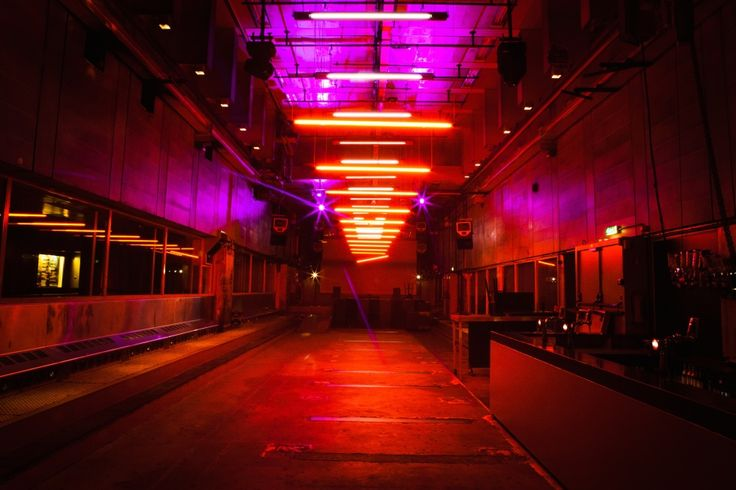 Trouw/Amsterdam  https://www.djpeter.co.za