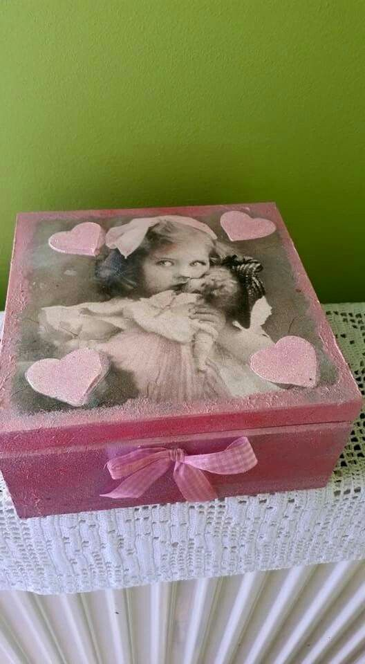 Wooden box in pink.