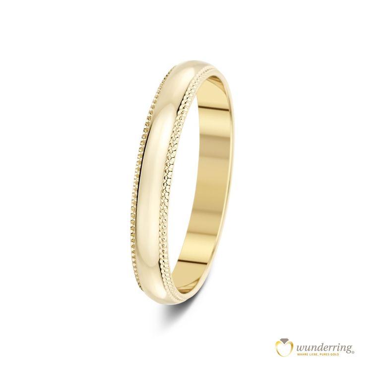 Der schlichte Gold Trauring/Ehering Caniles Nr 1 aus 750er Gelbgold ist von einem feinen Detail eingefasst. Von wunderring®  #Hochzeit