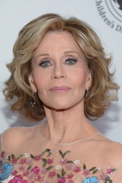Jane Fonda Curled Out Bob - Jane Fonda wore her hair in a classic curled-out bob at the 2016 Carousel of Hope Ball.