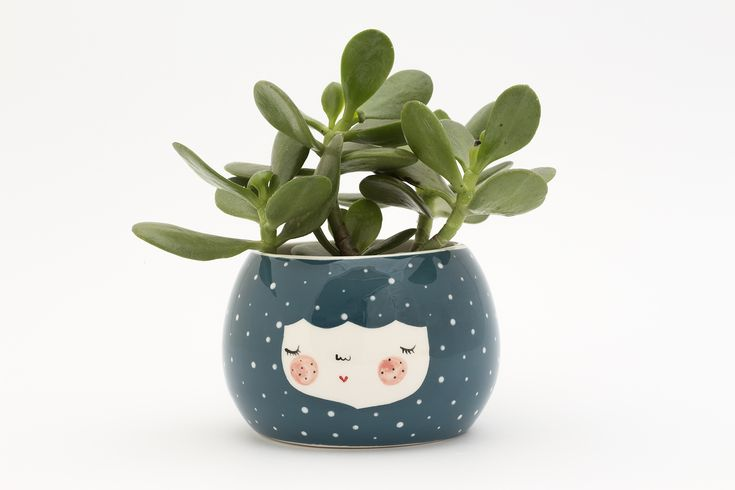 These fairy tale – like ceramic planters can be used in many many ways! Plant succulents/cacti in them or serve dips, nuts, smoothies and berries. This product has no drain hole. Each piece is wheel made so differences in drawing, size and form may appear. Measurements H 7 x Ø 9 CM Production time 21 – 28 working days Maintenance All colours and glazes are LEAD FREE and FOOD SAFE. Please hand wash.