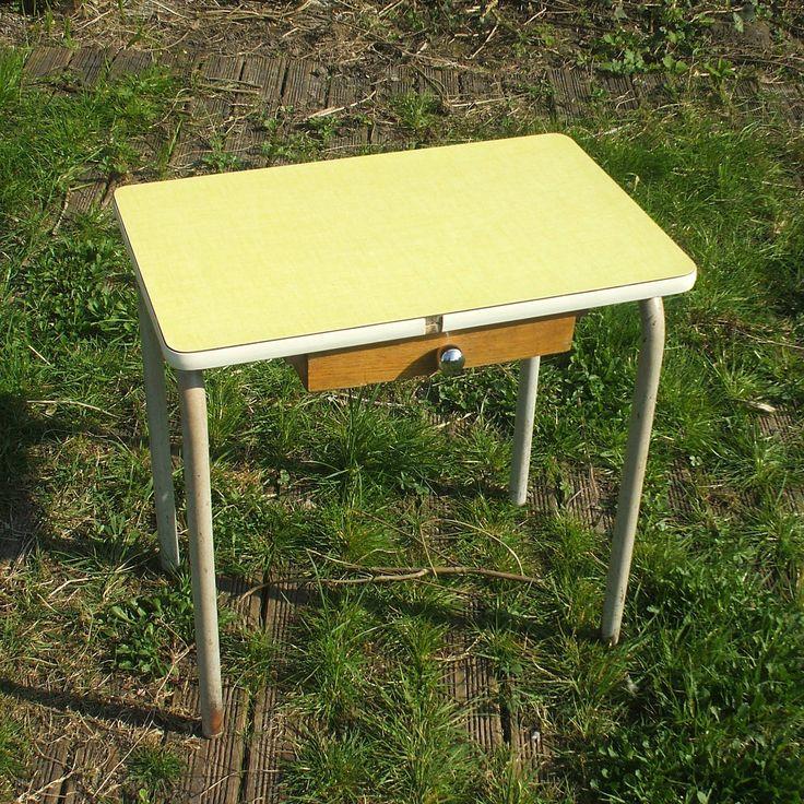 Table écolier, formica jaune de la boutique BROCBAIEDESOMME sur Etsy