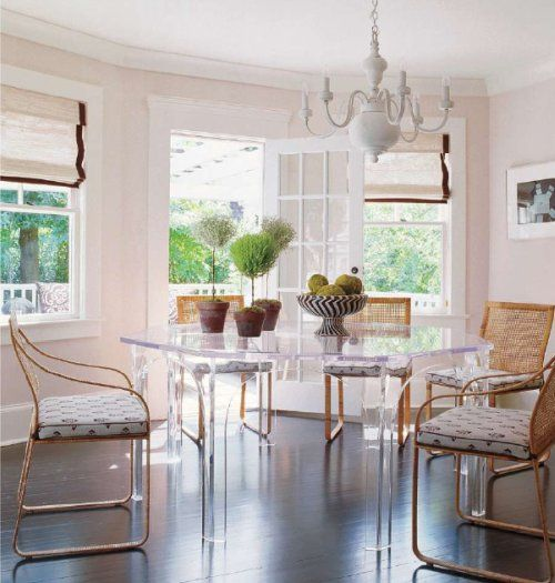 !!!! amazing: Breakfast Rooms, Dining Rooms, Lucite Tables, Elle Decor, Kitchens Tables, Kitchens Dining, Pink Wall, Lucite Dining, Dining Tables