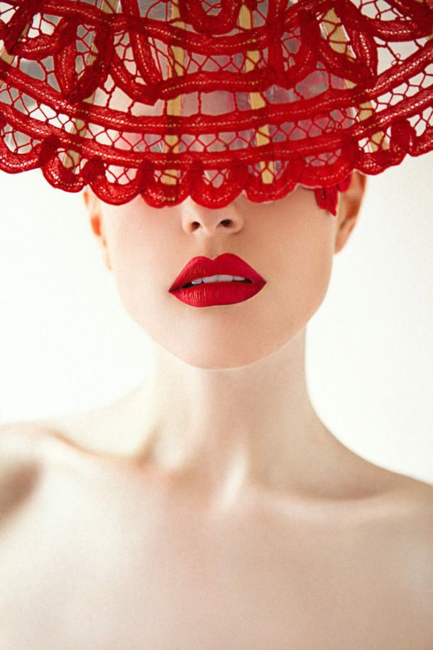 Red - Fashion Photography - Red Lips - Red Lace - Portrait - Close-up - Pose Idea / Inspiration