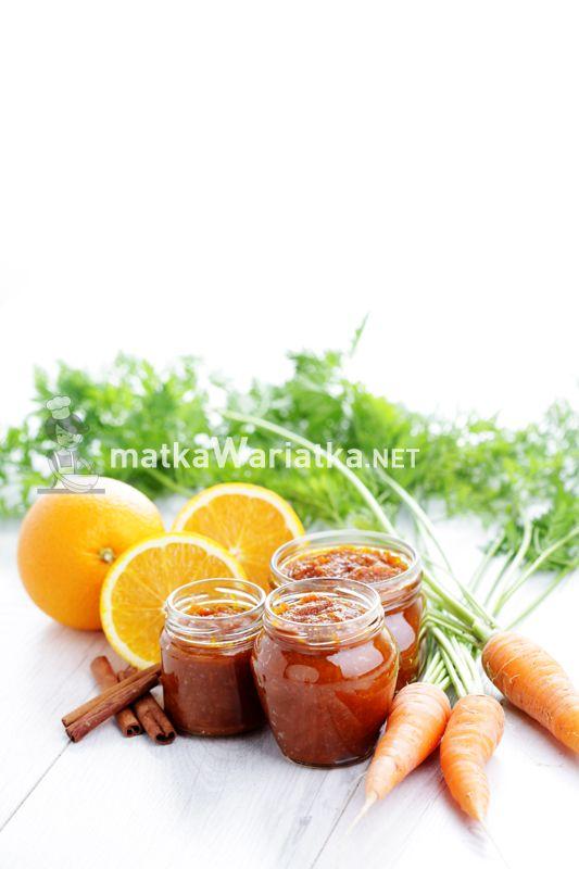 carrot and orange jam :)  http://www.matkawariatka.net/2014/09/dzem-marchewkowy-z-pomarancza-i-cynamonem/