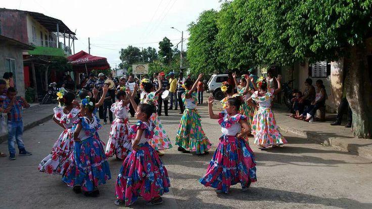 Aguadiritas en desfile infantil en Festival Nacional del Porro