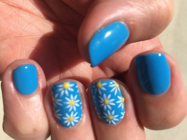 Digi-Teal Daisies! Shellac in digi-teal with MoYou stamping and bicycle yellow dots.