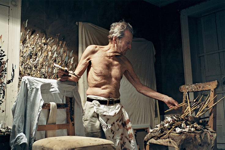 Lucian Freud photo from 2005 showing Freud in his London studio, working through the night as he often did.