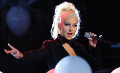 Christina Aguilera Performs With Whitney Houston Hologram: Watch | BreatheHeavy.com