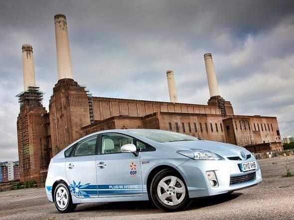 Toyota Prius Plug-in: o sedã ecológico da Toyota foi o primeiro veículo híbrido a ser produzido em massa em 1997. De lá para cá, já foram vendidos pelo menos 1,5 milhão unidades. O modelo tem um motor a combustão e outro elétrico, que é alimentado por baterias de níquel.