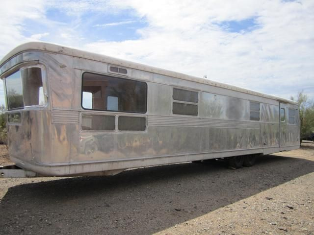 Vintage Spartan trailer = WANT!!! No place to put it = I don't care!!!!