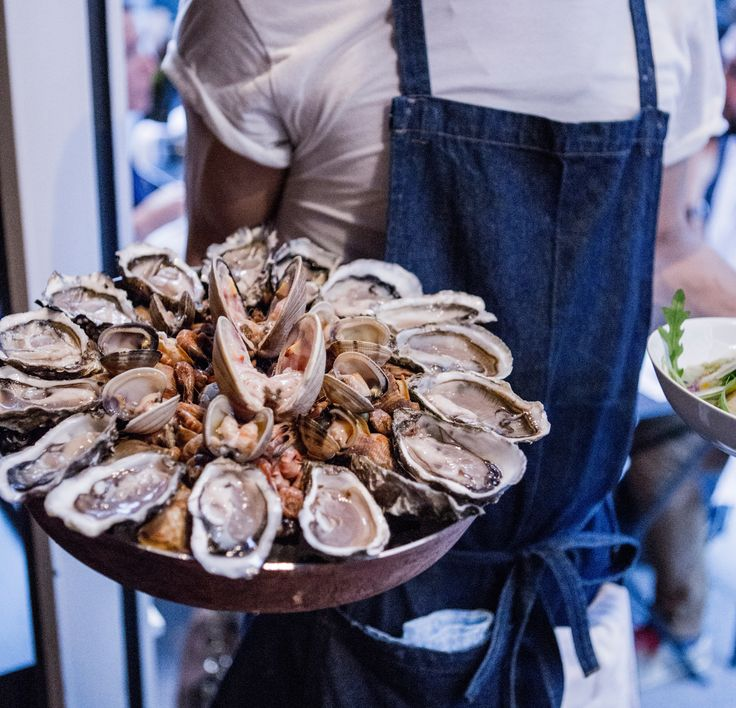 Les Halles was that neighborhood in Paris that everyone used to avoid. But the city's best chefs have overhauled the grungy former wholesale district with chic brasseries, new-wave bistros, and low-key fish shacks that even the locals are lining up for.