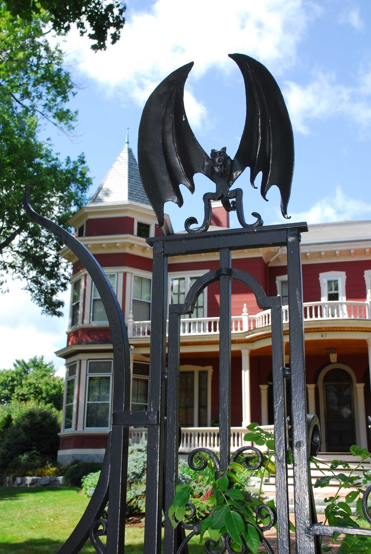 Stephen King's House - Bangor, ME I'd love to go there! My mom and dad did