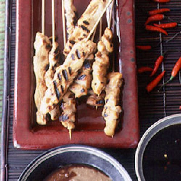 Sate Ayam dengan Saus Kacang dan Sambal Kecap (Chicken Saté with Spiced Peanut Sauce and a Chile and Sweet Soy Sauce Condiment) Recipe | SAVEUR