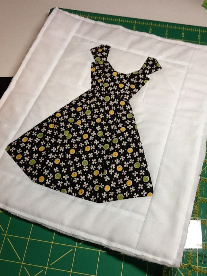 Retro dress quilt block.  Never tried paper piecing before but will have to master this one soon as I am planning on entering in a quilt show next spring.