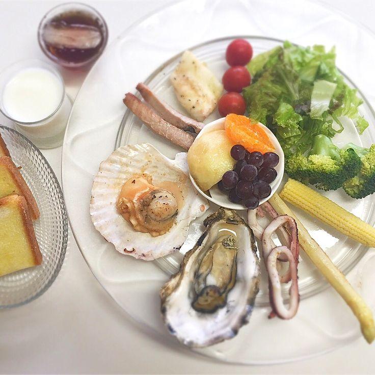 """Dr. Yumi Nishiyama's """"The Original Diet Plate"""" for beauty & health from japanese doctor‼️  Clockwise eating healthy foods from 12 o'clock on a large plate❣️  2016年6月29日の「ドクターにしやま由美式時計回り食べダイエットプレート」:女性医師が栄養バランスを考えた、美味しいプレートのご紹介。  大きめのプレートに、血糖値を急激に上げないように考えた食材を並べ、12時の位置から順番に食べるとても分かり易い方法です。  血糖値を上げないこの食べ方は、身体に優しく栄養補給ができるので健康を維持できます。オリジナルの⭐️西山酵素⭐️も最後に飲みます。  ⭐️美女のスイッチ⭐️⭐️時計周りに食べなさい⭐️の西山由美医師の本もAmazonで購入可。  http://www.momohime-medical.com  #ダイエットプレート #dietplate #にしやま由美がセミナーも開催 #食べて痩せるプレート…"""