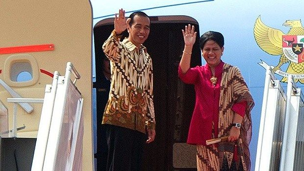 JAKARTA , 21 Apr 2017-Presiden Joko Widodo didampingi Ibu Negara Iriana Joko Widodo, Jumat pagi sekitar pukul 08.05 WIB, Presiden lepas landas dari Pangkalan TNI AU Halim Perdanakusuma Jakarta deng…