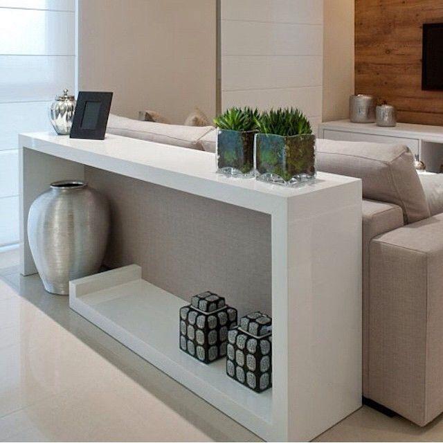 mesa atrás do sofá com plantas #sala #living #aparador #sofa