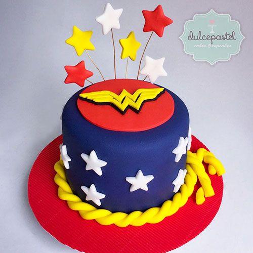 Torta de Mujer Maravilla en Medelín por Dulcepastel.com - Wonder Woman cake in Medellín by Dulcepastel.com - Tortas Temáticas en Medellín y Envigado