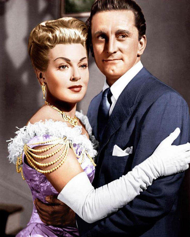 """Lana Turner y Kirk Douglas en """"Cautivos del Mal"""", 1952"""