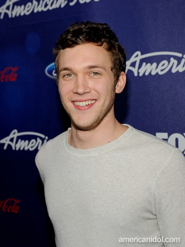 ahhh. i love phillip phillips. he could sing to me all day.