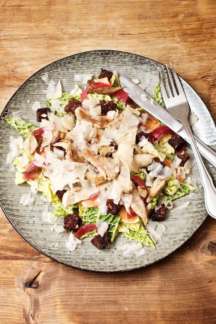 Caesar salad with chicken and savoy cabbage // Cæsarsalat med kylling og savoykål