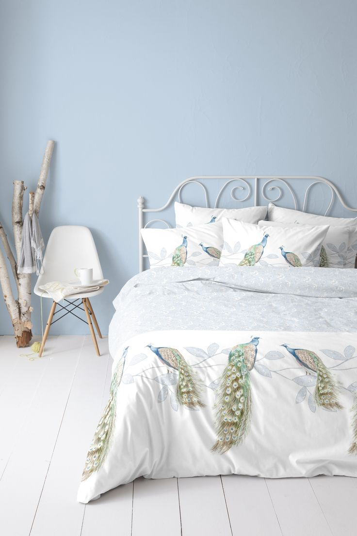 Peacocks, mesmerizing animals... on the duvet cover 'Charmey' #peacock #feathers #bedroom