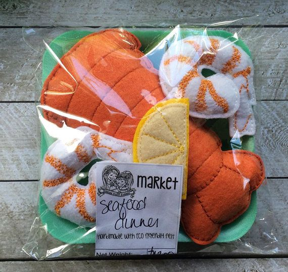 The perfect addition to your little ones play kitchen! Comes with Lobster tail, 2 jumbo shrimp, and lemon slice I only use Eco-fi felt, a high