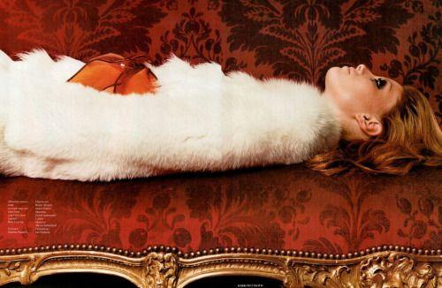 """Ночи в стиле буги""Alyssa Sutherland photographed by Harri Peccinotti for Vogue Russia October 2003Stylist: Daniela PaudiceHair: Bruno SilvaniMakeup: Lloyd Simmonds #vogue #blog #blogger #tumblr #fashion #style #models #photography http://www.midnight-charm.com/"
