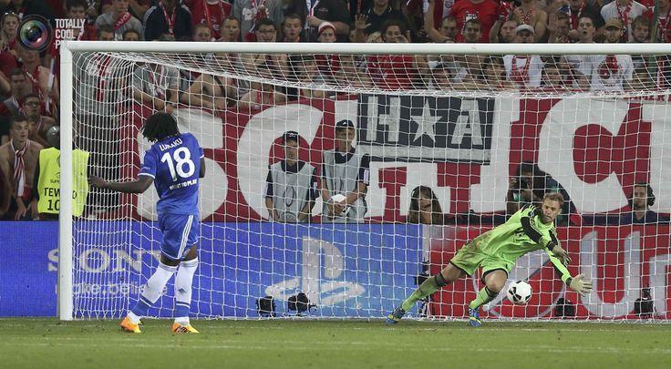 Munich's goalkeeper Manuel Neuer saves the final penalty shot by Chelsea's Romelu Lukaku during their UEFA Super Cup soccer final at Eden stadium in Prague. PETR JOSEK/REUTERS