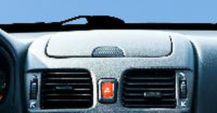 Especficaciones de recarga de aire acondicionado del Civic R134 . Si tu Honda Civic utiliza refrigerante R134A, entonces puedes comprar un kit de recarga de aire acondicionado en la mayoría de las tiendas de autopartes y recargar el sistema tú mismo. Sin embargo, si tu auto se quedó sin refrigerante por completo, entonces tendrás que llevar tu Civic a un mecánico. Recarga tu sistema de aire acondicionado tan ...