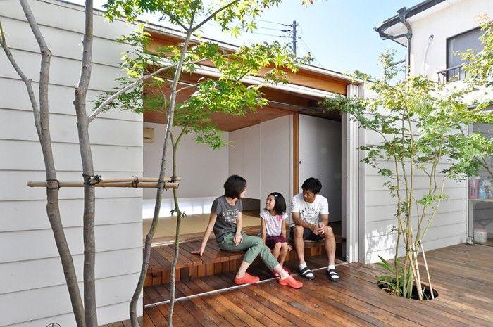 「せっかく家を建てるなら、縁側がほしかった」という大槻さん。一家の憩いの場として大活用されている。