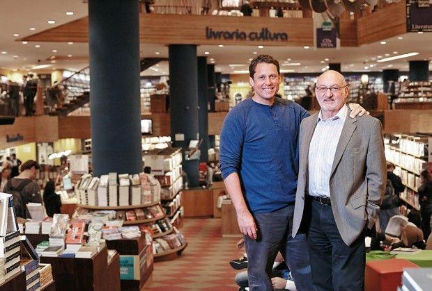 Duas gerações: Sergio, o filho e atual CEO, e Pedro, o patriarca e primeiro herdeiro da Livraria Cultura (Foto: Arthur Nobre)