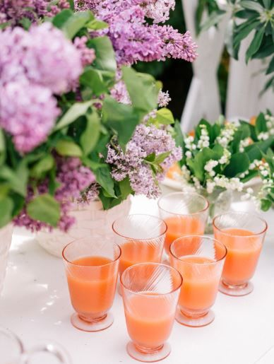 Pretty in (petal) pink! We're blushing over @galmeetsglam & @LucyCuneoPhoto 's inclusion of our Arabella Petal Pink tumblers at her gorgeous al fresco brunch. Head over to her blog to see the full fabulous table!