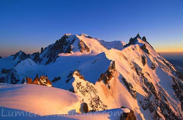 Lumieres Du Couchant Sur Le Mont Blanc Et L Aiguille Du Midi Paysage Montagne Photo Montagne Mont Blanc Montagne