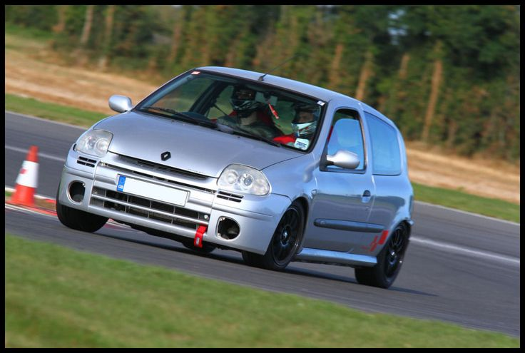 The first generation of the Clio sport 172 has quite a good looking front end but certainly needs to be lower than stock and on some racin wheels.