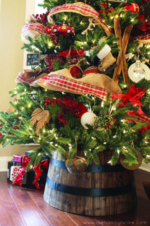 Rustic Traditional Christmas Tree and Decor