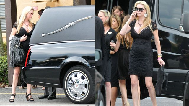 'Queen of Versailles' star Jackie Siegel seen with daughter's casket