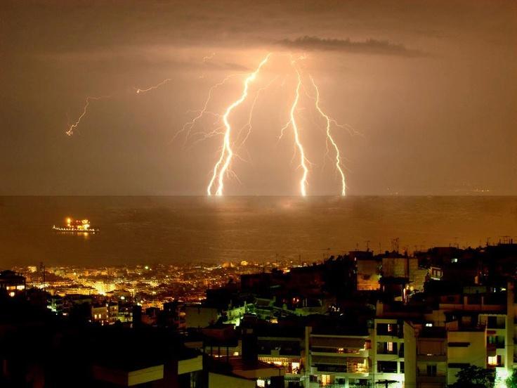 Thunderbolt illuminate the city